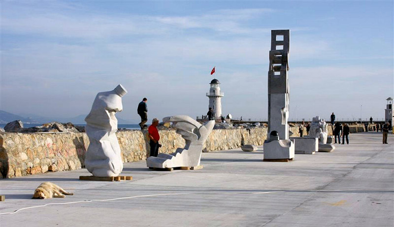 مجسمههای سنگی