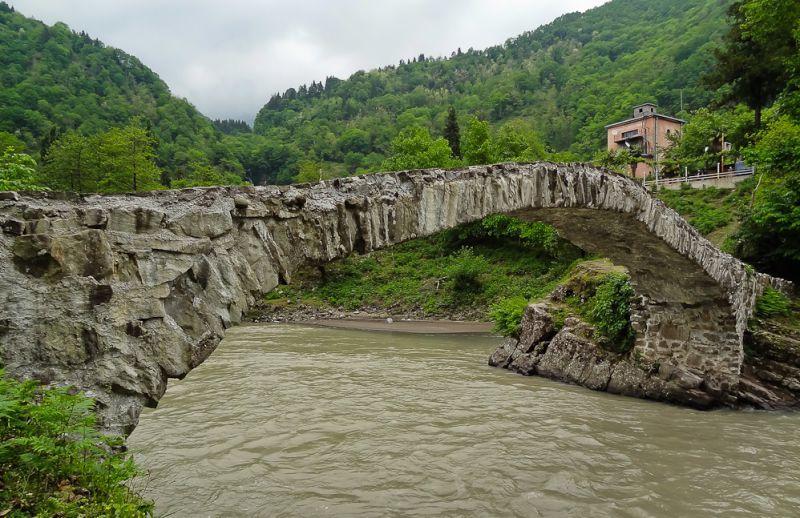 پل ماخونتستی (Bridge Makhuntseti)