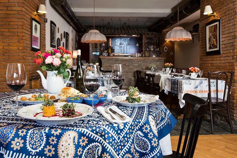 رستوران بربرستان (Barbarestan)