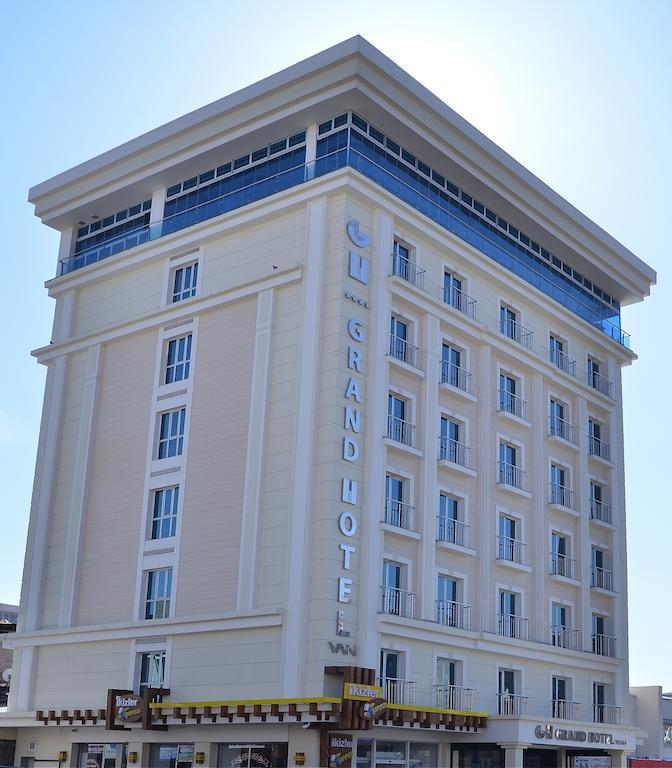 Grand Hotel Van2