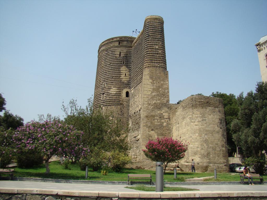 Baku_Maiden_Tower_2008 جاذبه های دیدنی باکو | قسمت اول