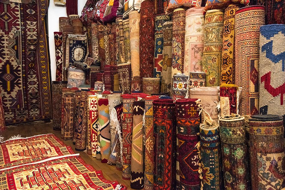 shutterstock_596983214 راهنمای خرید سوغات در باکو