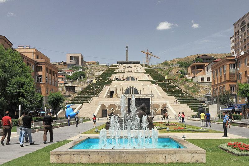 آبشار، پارک مجسمه و موزه هنر کافسچیان (Cafesjian)