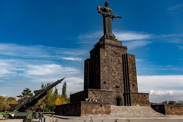 پارک و بنای یادبود پیروزی (Victory Park Monument)