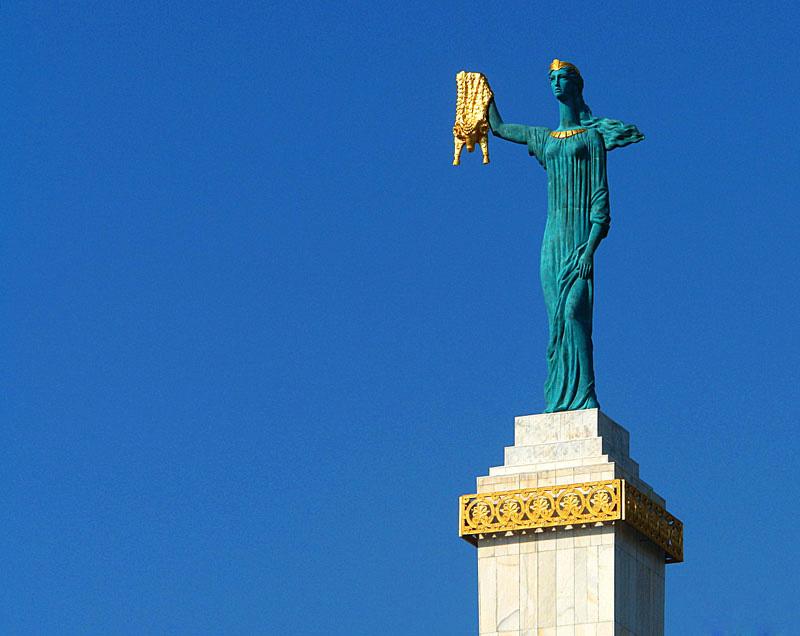 تندیس مدیا (Medea Monument)