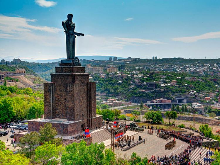 1512299556_mother_armenia_00