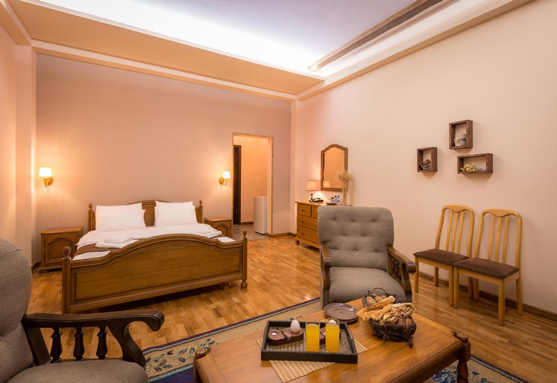 هتل الیمپیا (Olympia Hotel)2