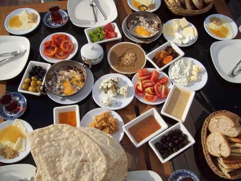 7ae03299-bda9-4184-9d89-6d8d49e7a071 صبحانه های معروف شهر وان